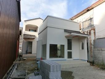 A様邸・A様店舗の外構工事1 建物はほぼ完成