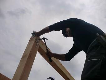 棟木を小屋束に鎹で固定