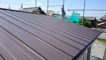 三重県松阪市にある店舗の2寸勾配瓦棒葺き屋根。