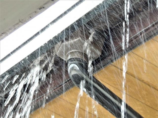 雨樋雨漏り
