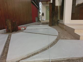 A様邸・A様店舗の外構工事3 曲線の伸縮目地を入れたコンクリート
