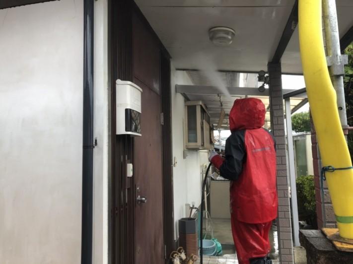 高圧洗浄の作業風景