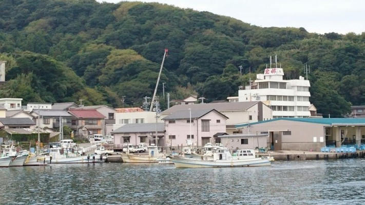 三重県鳥羽市答志島の東にある港から程近い現場です。