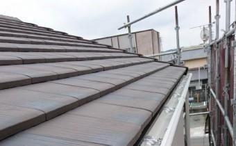 A様邸の屋根 ライトチョコ色の陶器平板瓦