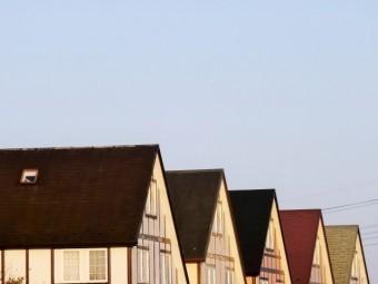 五つ並ぶ急勾配の切妻屋根