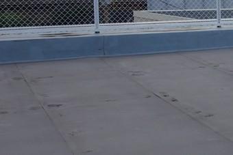陸屋根のシート防水に切れ。