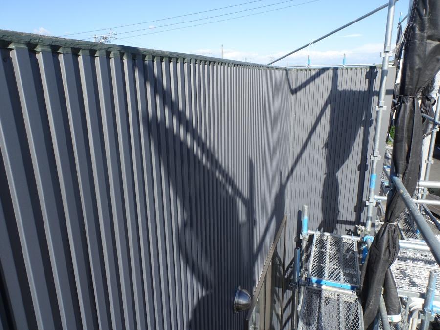 瓦棒葺き屋根 ガルバリウム鋼板 外壁