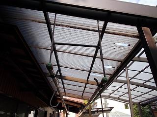 テラス ポリカ波板 破損 修繕 街の屋根や四日市店