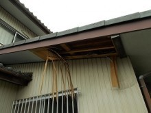 台風被害 屋根 軒天ボード 軒天 破損 街の屋根や四日市店