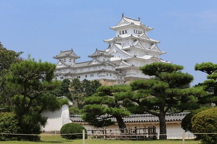 Himeji_Castle_Keep_Tower_after_restoration_2014-columns1
