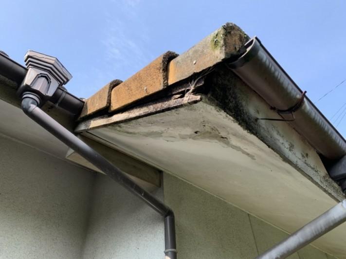 軒天破風板の腐食