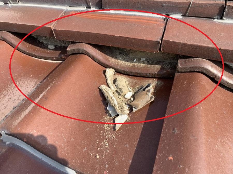 棟の漆喰部分経年劣化による剥がれ