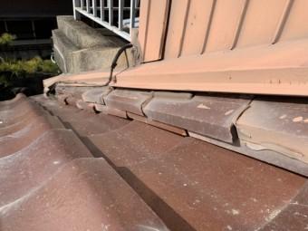 四日市市増築部分のつなぎ目の屋根部分雨漏り点検箇所