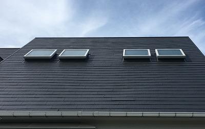 天窓ヒビ 街の屋根やさん四日市店