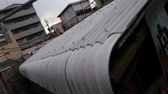 古い波板スレート屋根を葺き替え。