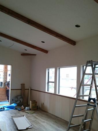 三重県松阪市で新築した店舗の勾配天井。