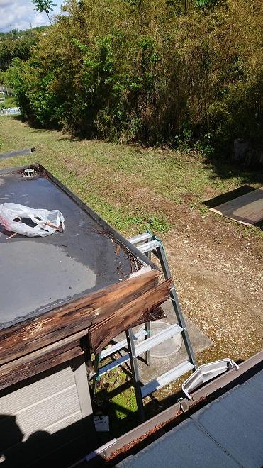 既存屋根撤去中、雨漏り